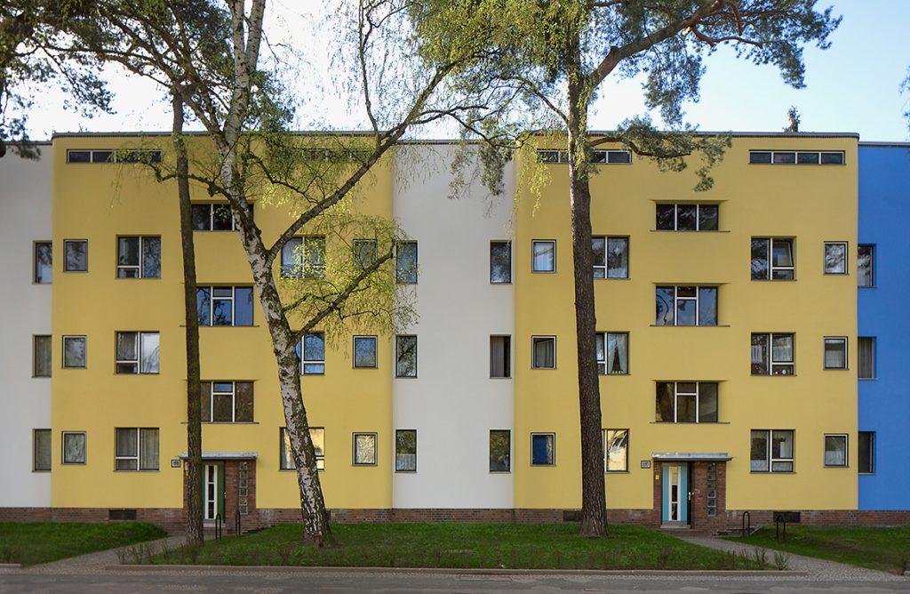 Housing Extate Onkel Tom Peitschenknall