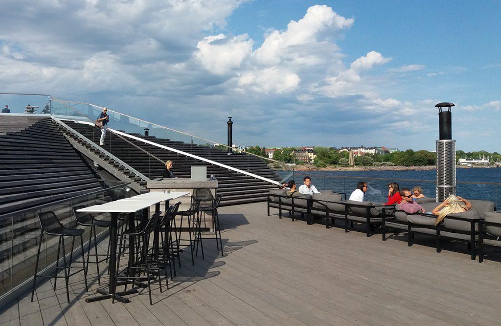 Löyly Hafenpromenade mit Terrasse